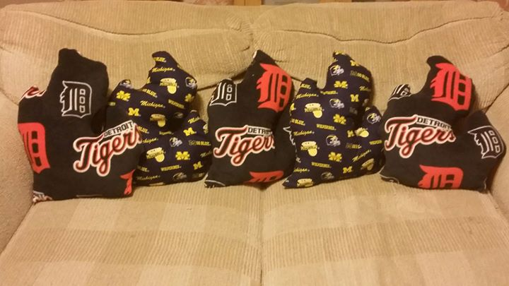 Michigan Pillows U of M and Tigers
